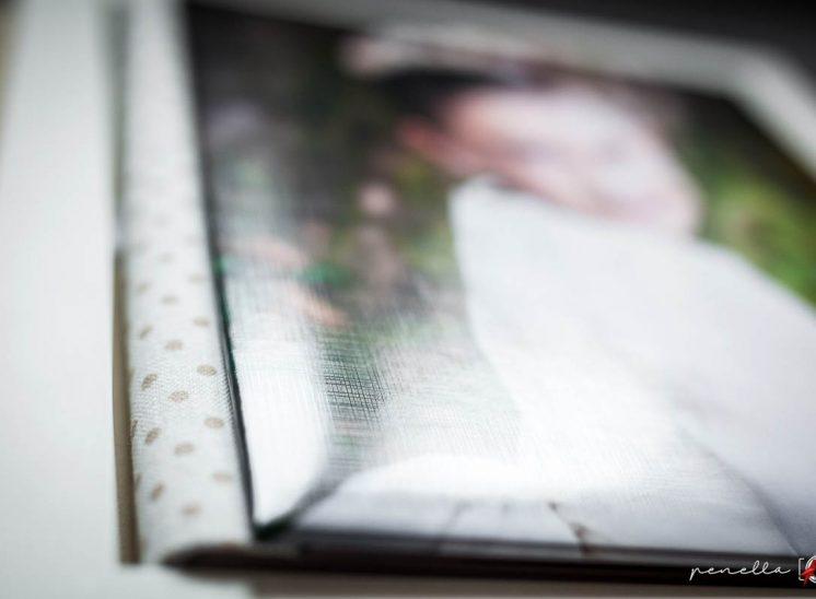álbum de Comunión con caja de fotógrafa en Asturias