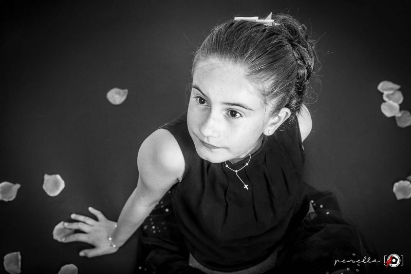 Fotógrafo de Comunión a domicilio en Asturias, Gijón, Oviedo o Avilés, fotografía de Penella Fotografía en blanco y negro