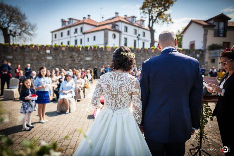Fotógrafo de bodas en Soto del Barco, Avilés, Oviedo y Gijón, Penella Fotografía en el Palacio de la Magdalena