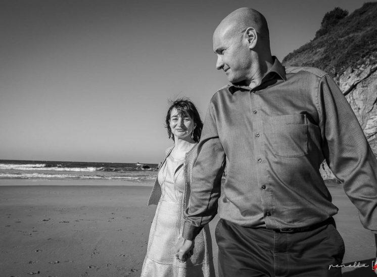 Fotografía en blanco y negro del fotógrafo de bodas, preboda y reportaje de parejas en Asturias Penella Fotografía