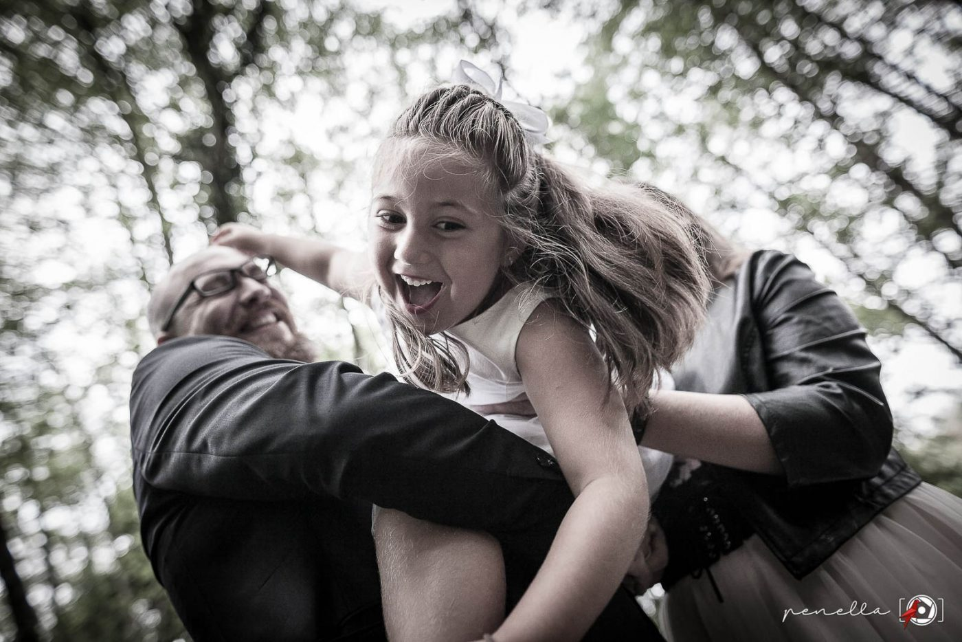 Fotógrafo de familias y reportaje familiar de padres con hijos en Asturias, Soto del Barco, Avilés, Oviedo y Gijón, Penella Fotografía