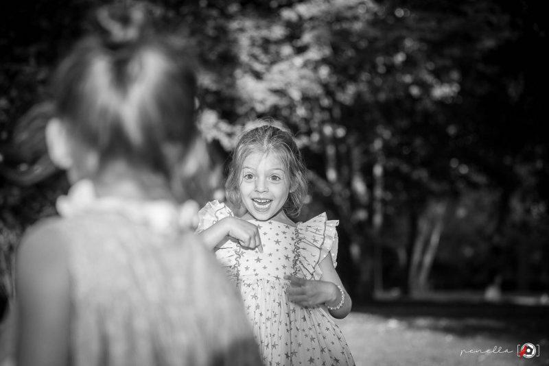 Fotógrafo de niños e infantil en Soto del Barco, Avilés, Gijón u Oviedo, fotografía de Penella en blanco y negro