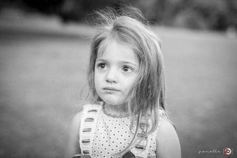 Fotografía en blanco y negro de Penella Fotografía, fotógrafo de niños e infantil en Soto del Barco, Oviedo, Avilés o Gijón