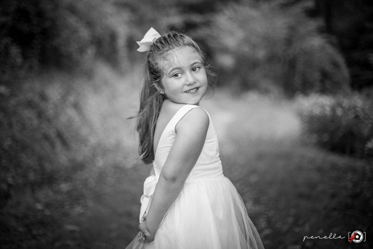 Penella, fotógrafo de familia y reportaje familiar de padres e hijos, fotografía en blanco y negro