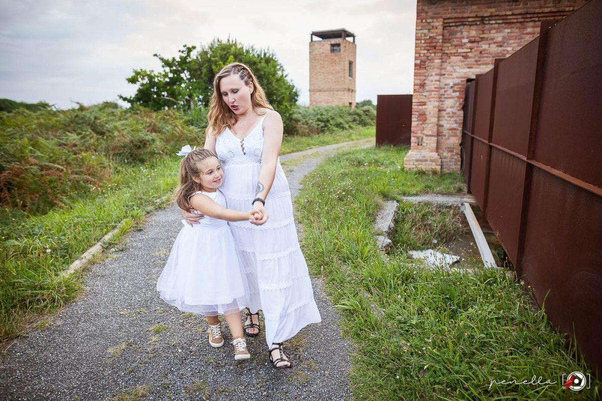 Fotografía de familias y reportaje familiar, padres e hijos en Asturias, Penella Fotografía