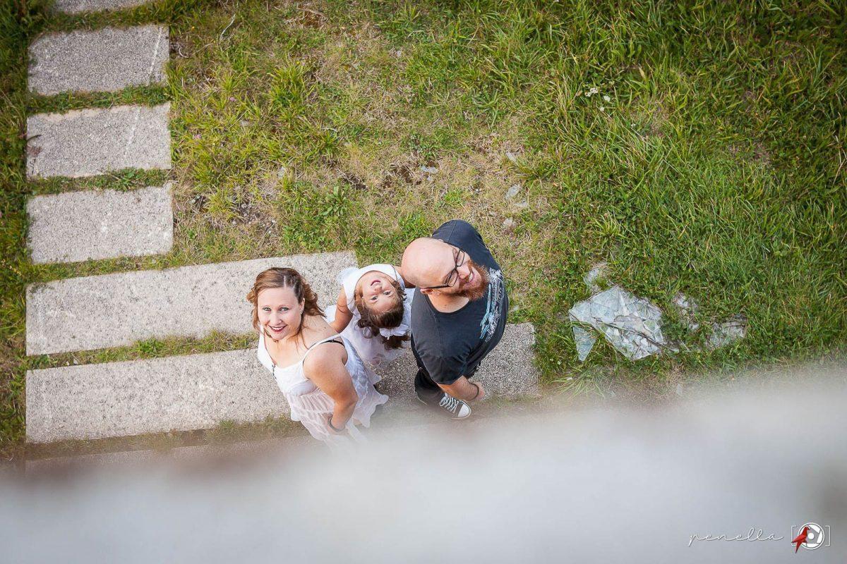 Fotografía de familia y reportaje familiar de padres e hijos en Asturias. www.PenellaFotografia.com