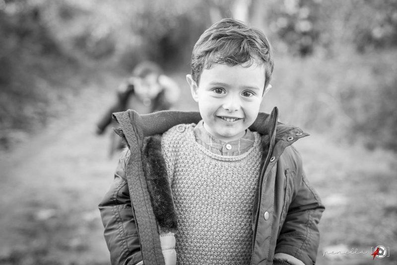 Fotografía infantil y de niños en otoño en Asturias de la fotógrafa Penella Fotografía
