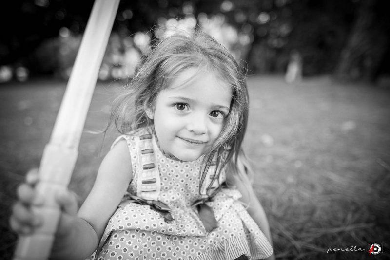 Fotografía infantil y de niños en blanco y negro en Gijón, Avilés y Oviedo, del fotógrafo Penella Fotografía