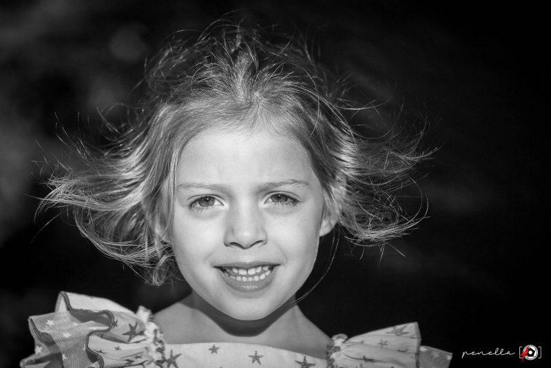 Fotografía en blanco y negro infantil y de niños en Asturias, Gijón, Oviedo y Avilés del fotógrafo Penella Fotografía