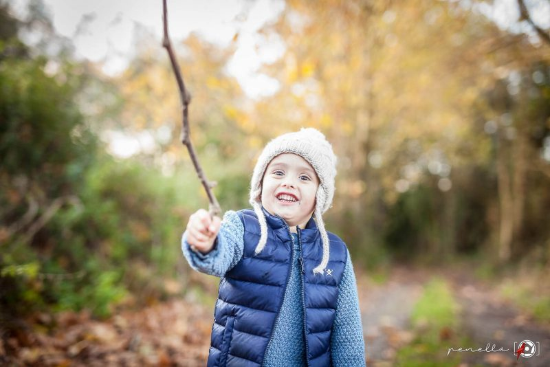 Fotografía infantil y de niños en sesiones de otoño en Asturias del fotógrafo Penella Fotografía