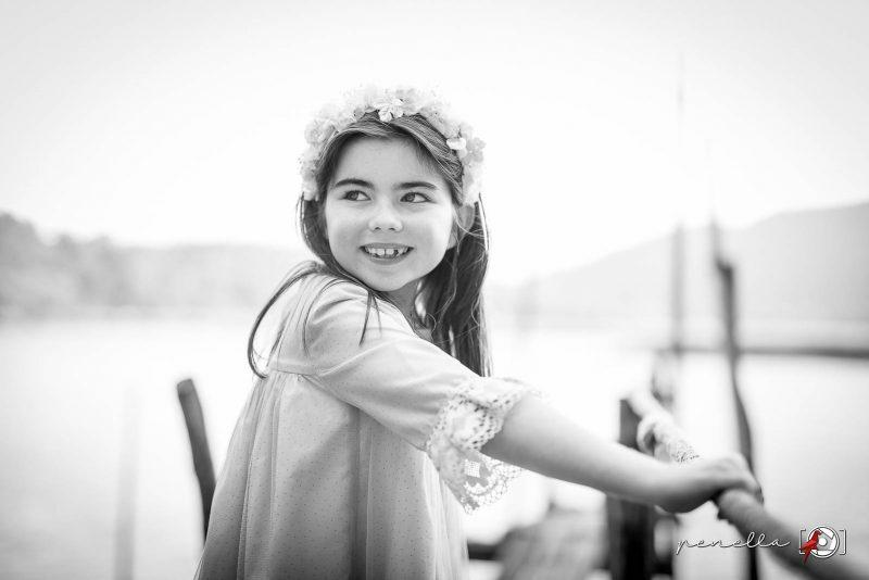 Fotógrafo infantil de niños y niñas en Asturias Penella, fotografía a domicilio en blanco y negro