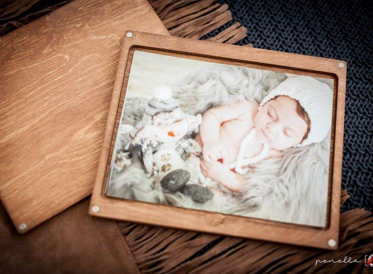 Complementos de Penella Fotografía en Asturias, caja con impresión profesional momentos