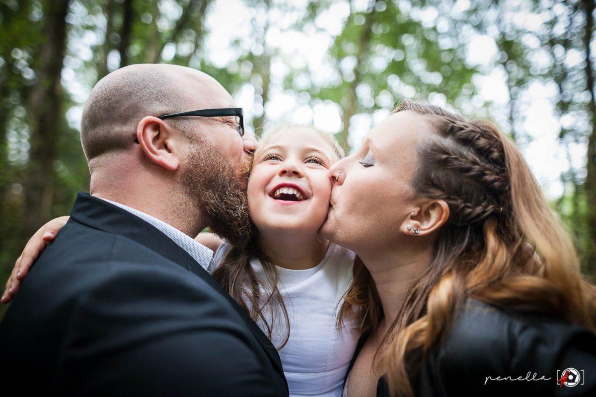 Penella Fotografía, fotógrafo de familia y reportaje familiar de padres con hijos en Asturias