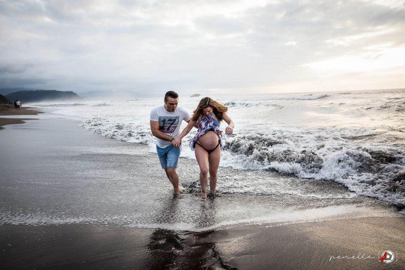Reportajes de embarazo y sesiones a premamás y embarazadas en Asturias, Gijón, Oviedo y Avilés del fotógrafo Penella Fotografía