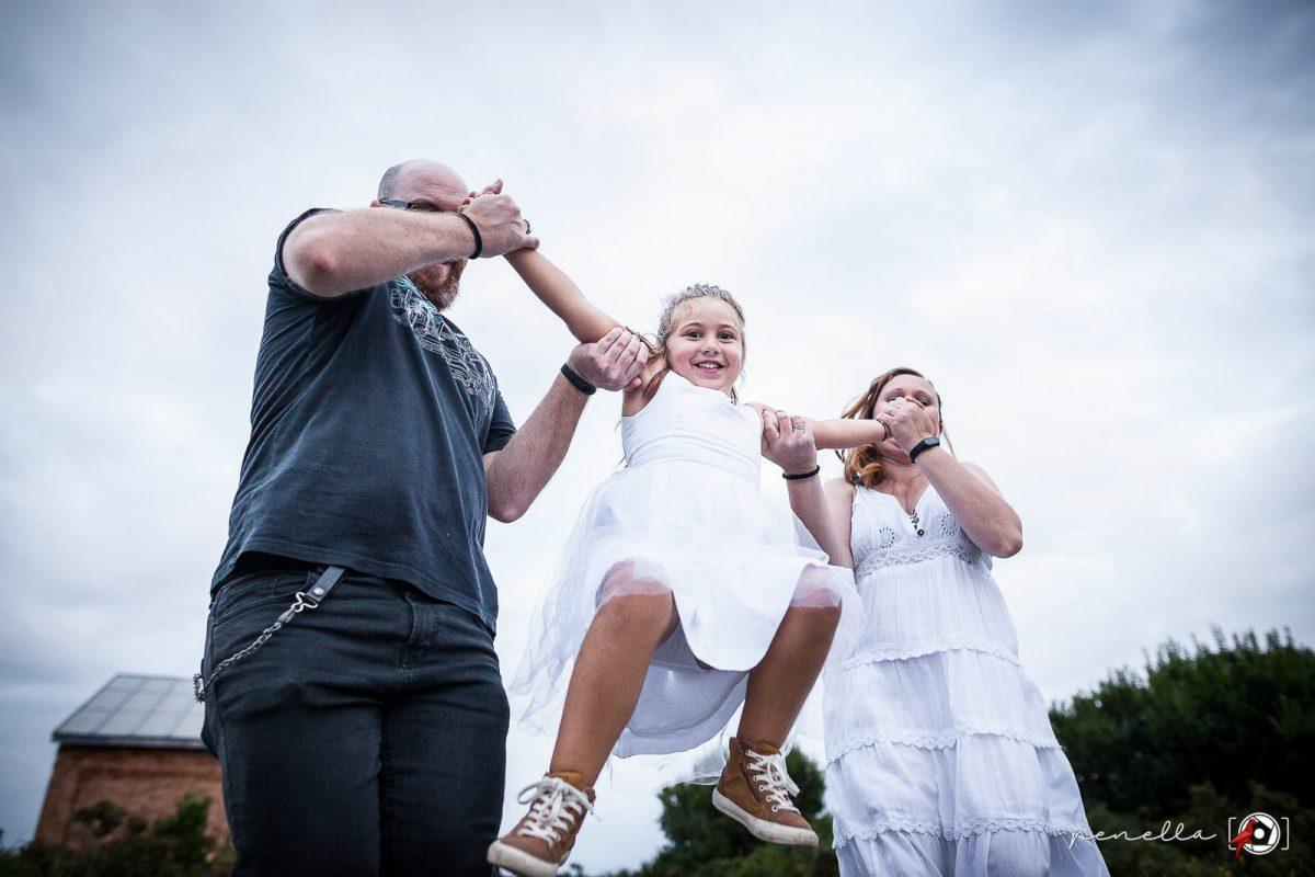 Reportaje de familias y sesión familiar de padres con hijos en Asturias, Oviedo, Gijón y Avilés de la fotógrafa Penella Fotografía