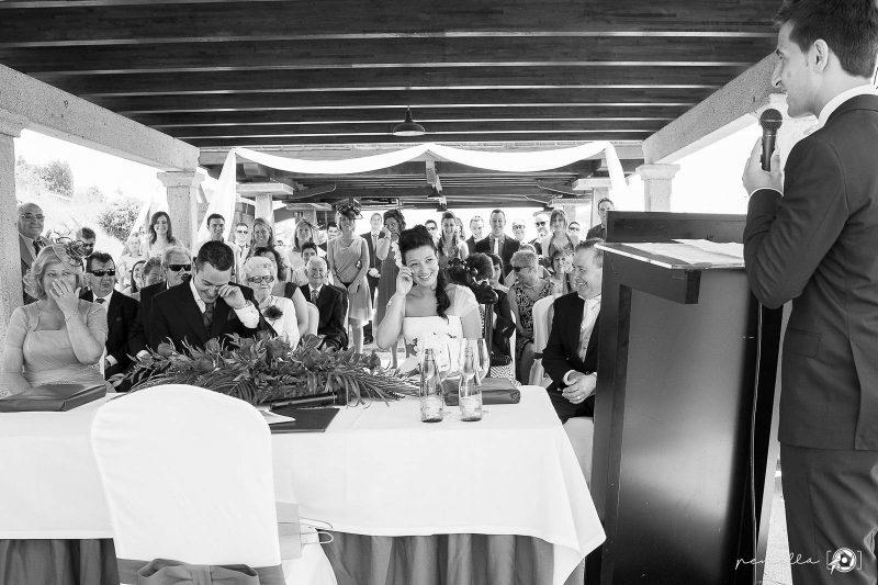 ceremonia de boda divertida Penella Fotografía, ceremonia de exteriores en restaurante Peñamea