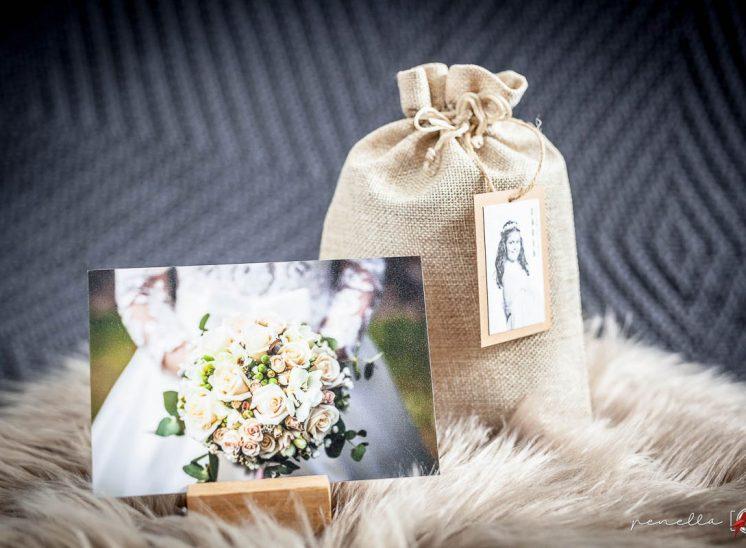 peana de madera en bolsa de lino de fotógrafa en Asturias