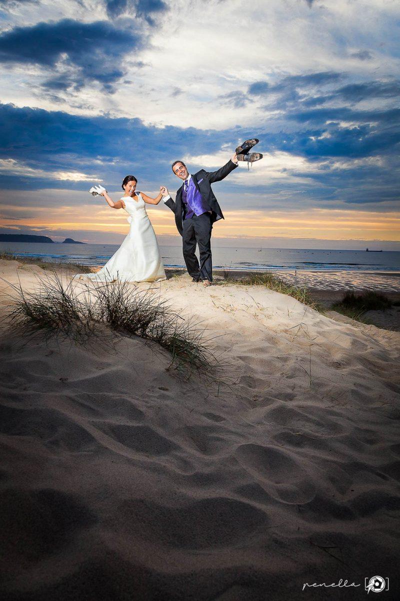 recién-casados-divertidos-Penella-Fotografía