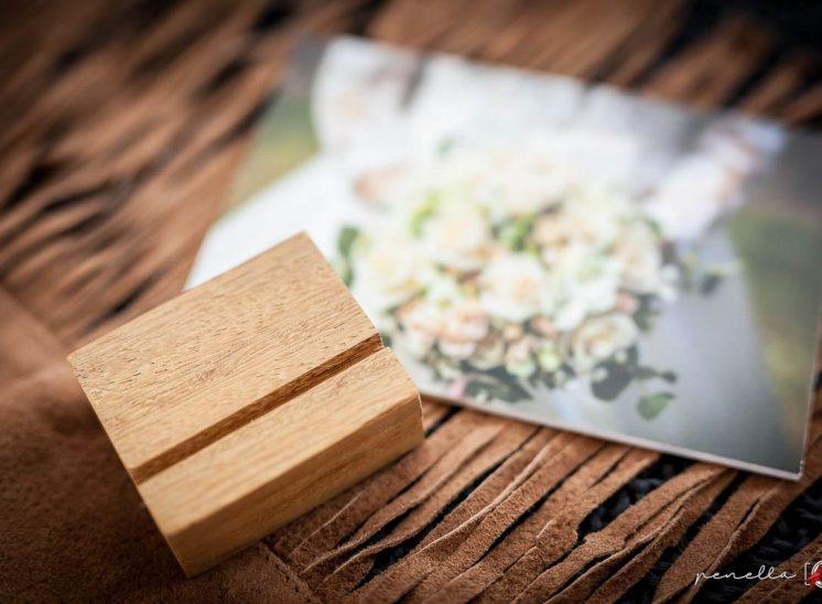 recordatorio peana de iroko, complementos de Penella Fotografía en Asturias