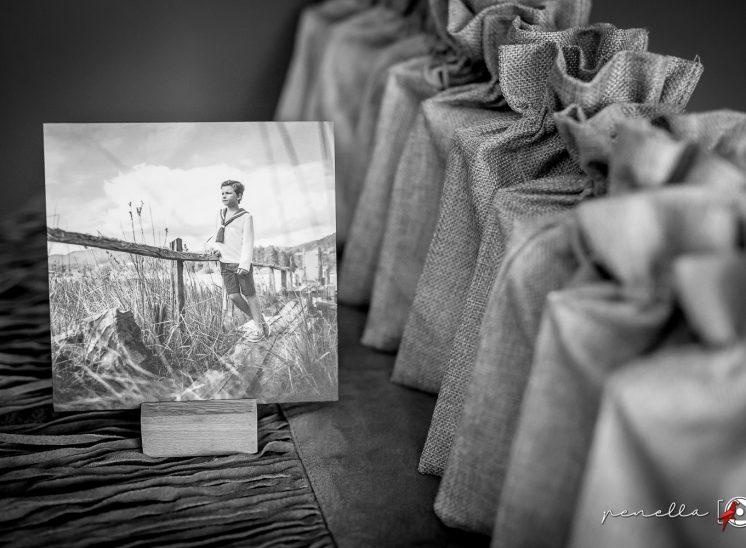 Recordatorio en peana de madera de Penella Fotografía, fotógrafo de Asturias